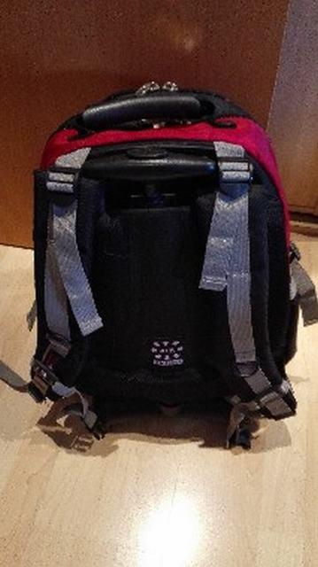 mochila con cintas ajustables